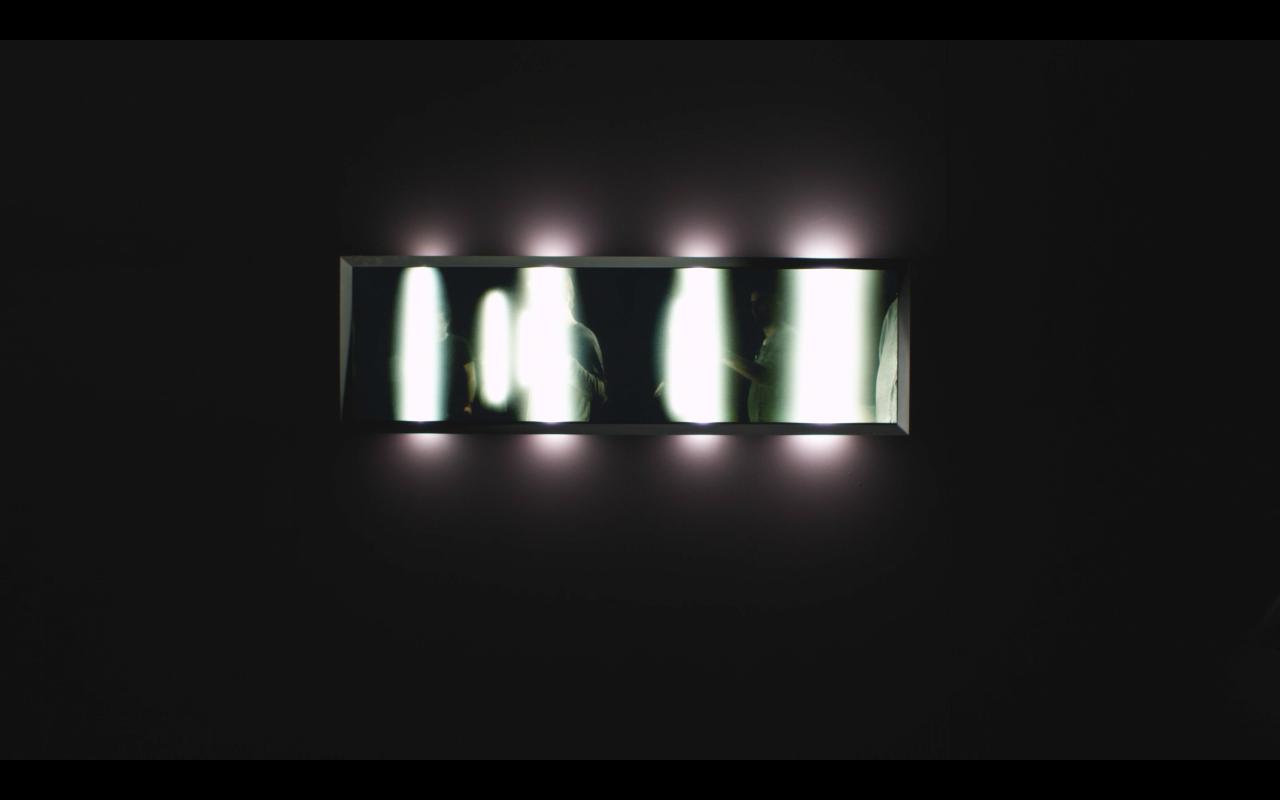 L'image éclaire - Neon screen - Exhibition Panorama 17, Le Fresnoy - 2015 / Credits : RF Studio