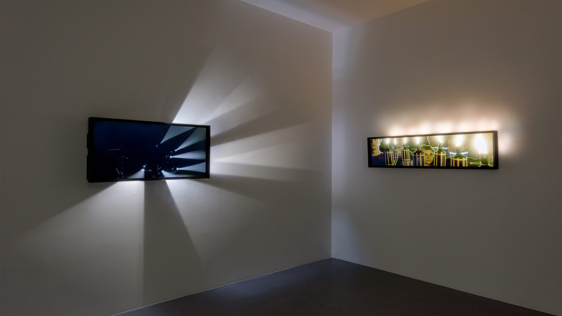L'image éclaire - Light beams and Torch screens - Michel Rein Gallery Paris, 2016 / Credits : Florian Kleinefenn