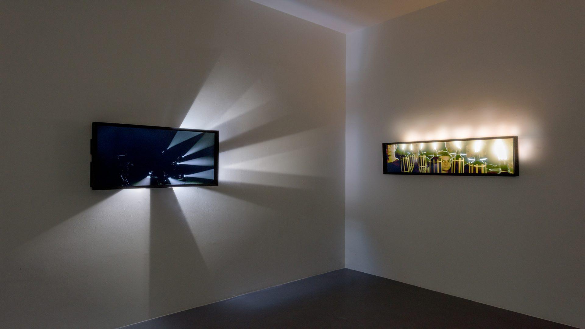 L'image éclaire - Écran Faisceaux et Flambeaux - Galerie Michel Rein Paris, 2016 / Credits : Florian Kleinefenn
