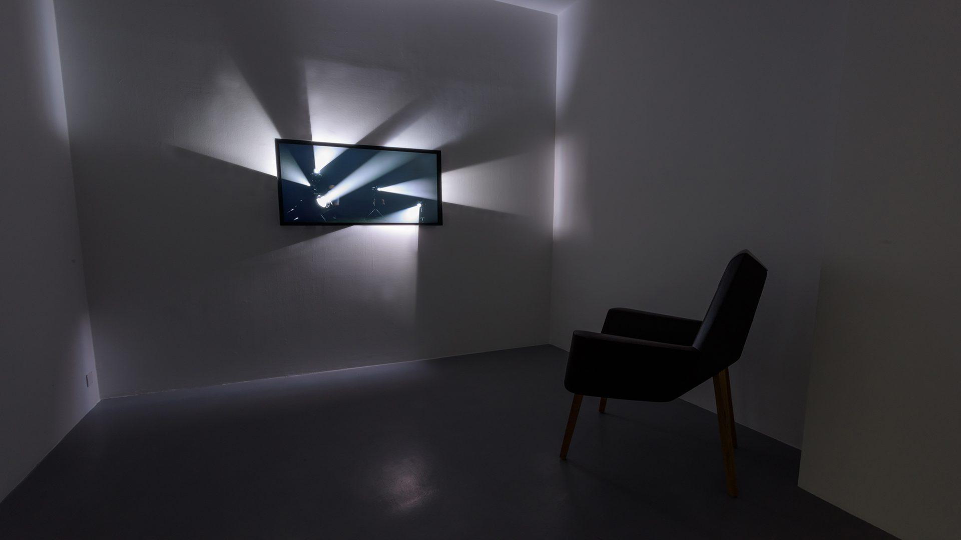 L'image éclaire - Écran Faisceaux - Galerie Michel Rein Paris, 2016 / Credits : Florian Kleinefenn