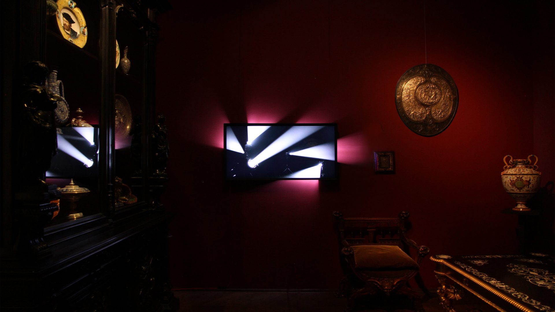 L'image éclaire - Light beams screen - Arts decoratifs Museum of Paris, 2016 / Credits : RF Studio